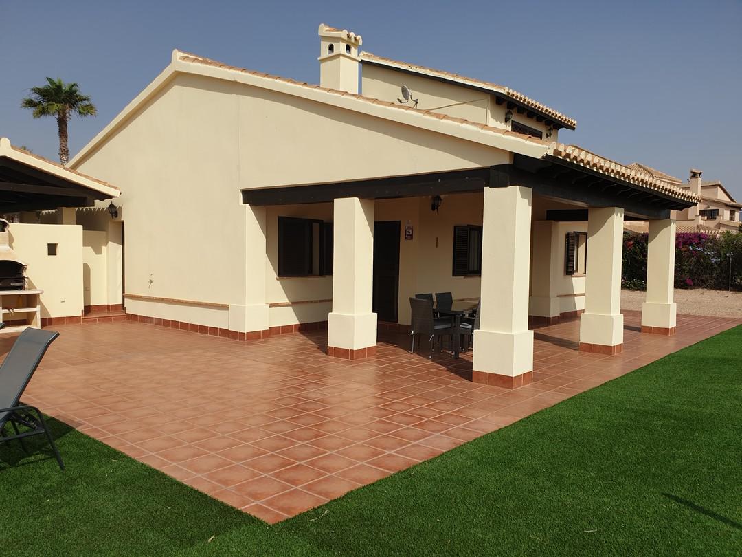 Villa -                                       Hda -                                       3 dormitorios -                                       6 ocupantes